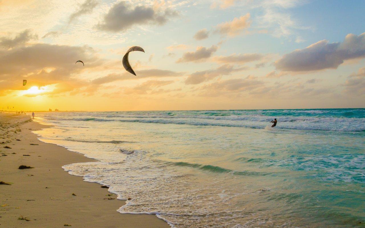Faire du kitesurf dans le Nordeste au Brésil