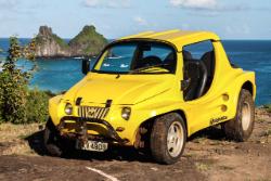 En buggy sur l'île de Fernando de Noronha au Brésil