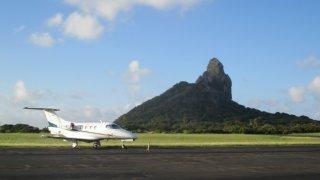Décollage d'un avion près de Fernando de Noronha au Brésil