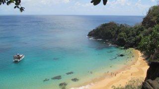 Praia do Sancho sur l'île de Fernando de Noronha au Brésil