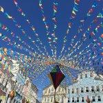 Fête dans le quartier coloré du Pelourinho à Salvador de Bahia au Brésil