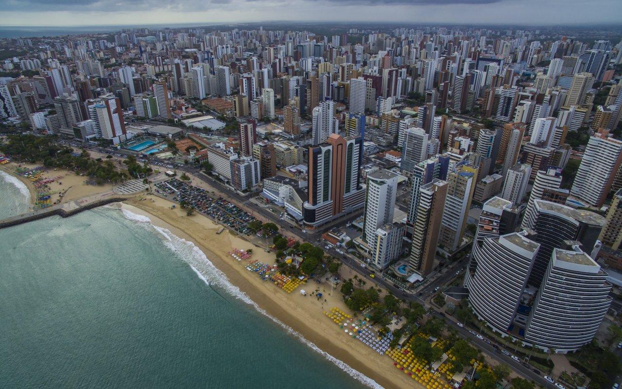Vue aérienne de la ville de Fortaleza dans le Nordeste au Brésil